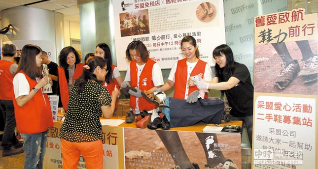 Mining Association hand in old shoes help raise League second-hand shoes to pass