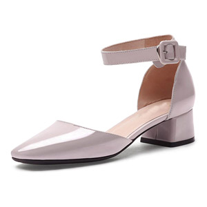 The word buckle patent leather shoes with a single YB5623
